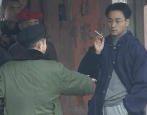 《霸王别姬》张国荣拍摄花絮曝光 单手持烟